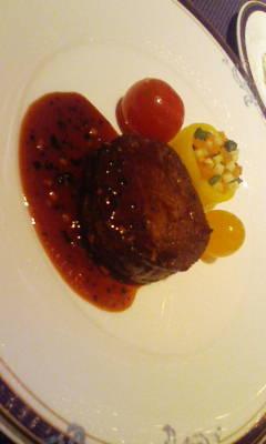 国産牛のポアレ トリュフとフォアグラのソース