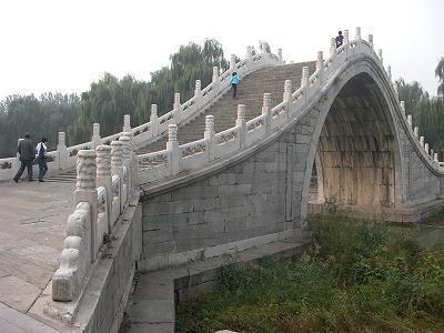 急角度な橋