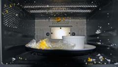 ゆで卵が爆発した電子レンジの中