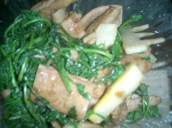 大豆タンパクとタケノコとセリの炒め物