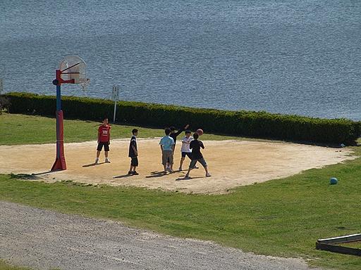 川原のバスケットボール