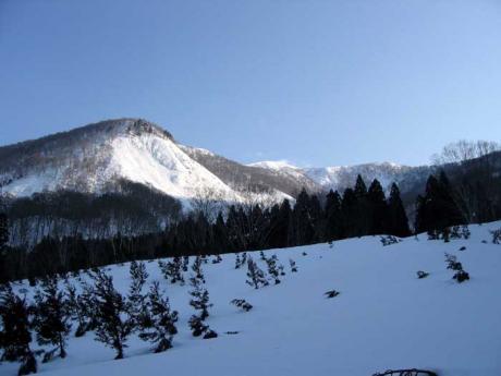 これから向う日白山の稜線