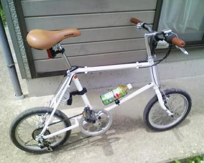 500ccのペットボトルを載せると…