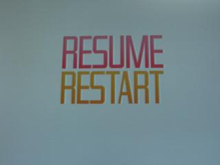 ポーズ(STARTボタン)時の画面。Resumeはゲームに戻り、Restartは最初からやり直しになります。