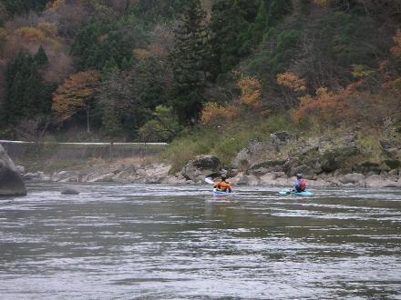 秋も終わりの阿武隈川