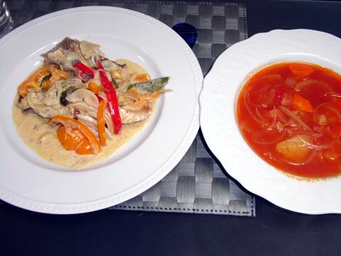 鯛の白ワイン蒸しとトマトスープ