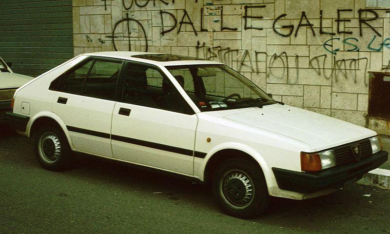 800px-Alfa_Romeo_Arna_con_Graffiti_di_Roma.jpg