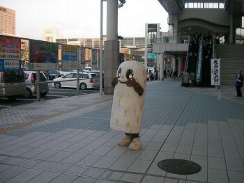 秋田駅前のゆるキャラ