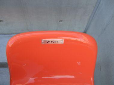 一番上の端の椅子