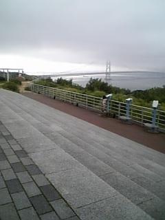 帰り道の明石海峡大橋 曇ってた…