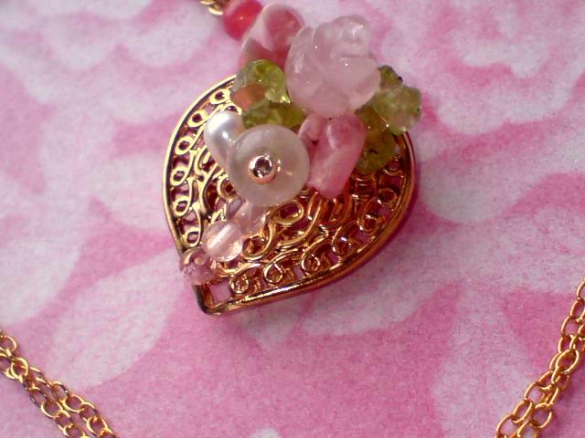 1薔薇とハートのネックレス