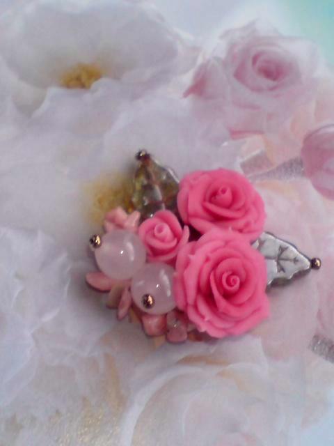 八重咲き薔薇ブローチ2