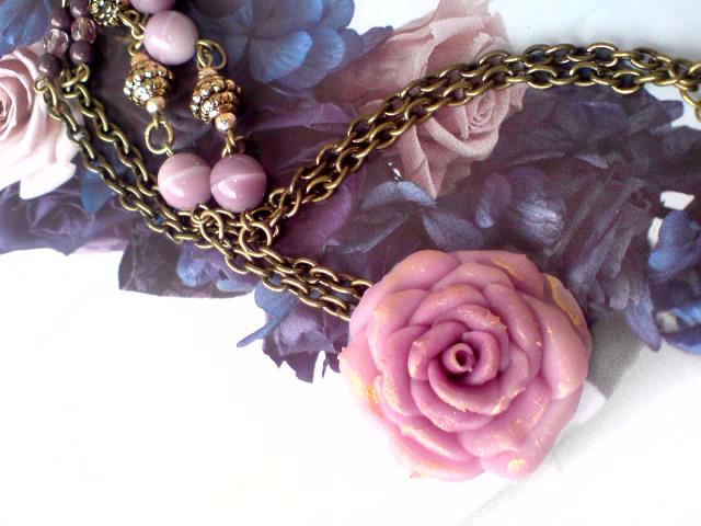 紫薔薇ネックレス