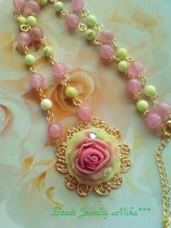 大きな薔薇のネックレス1