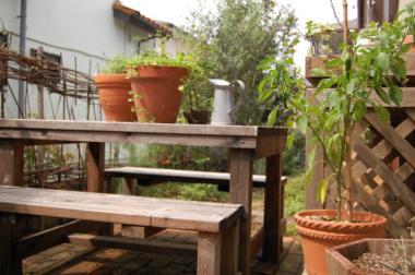 ガーデンテーブル横から