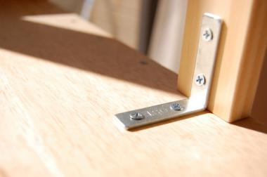 L字金具で固定