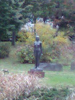 理工棟横の銅像