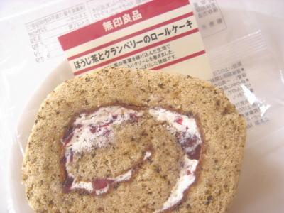 無印デザートほうじ茶ロールケーキ