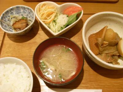 桃衣ランチ(カレーおでんの定食)