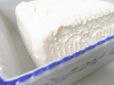 本当の豆腐に見えるお豆腐チーズケーキ