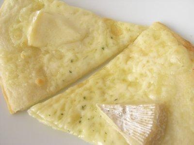 厚生会のチーズピザ