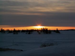 雲間より日没