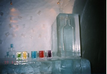 カクテルグラスも氷