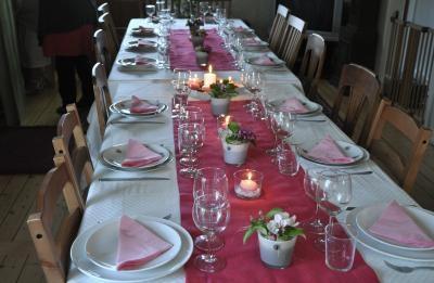 テーブルもピンク