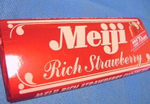 明治リッチストロベリーチョコレート。