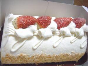 コロンバンの「いちごのロールケーキ」。
