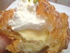 ホイップクリームとカスタードの美味しいハーモニー。