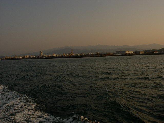 夕暮れの今治港