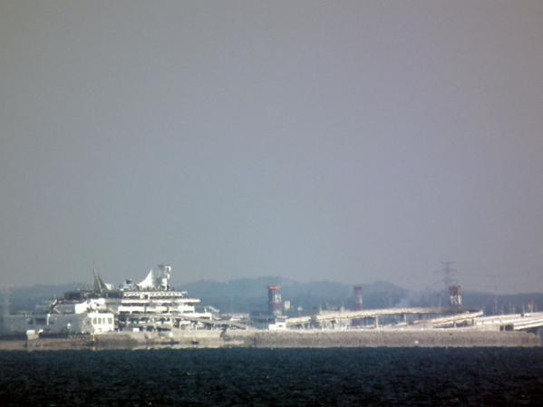 東扇島西公園の東側展望台から見た海ほたる