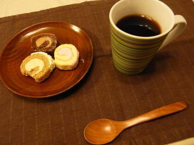 20090421 4月18日JAXAで購入宇宙食ロールケーキの試食 001