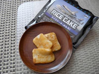 20090421 4月18日JAXAで購入宇宙食ロールケーキの試食 006