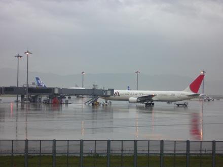 雨の関西国際空港-2