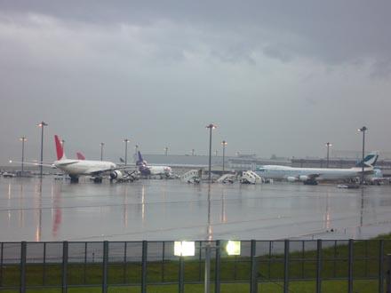 雨の関西国際空港-3
