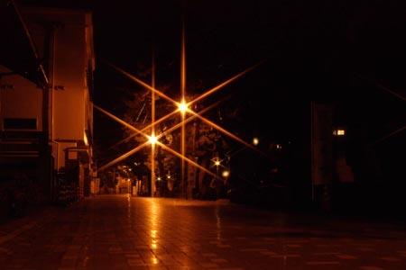 深夜の二見門前町