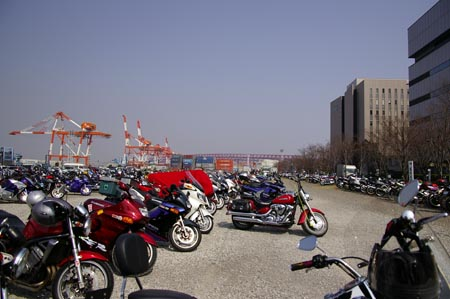こっちのがよっぽどモーターサイクルショーしてた駐輪場