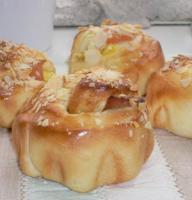 りんごとお芋のパン