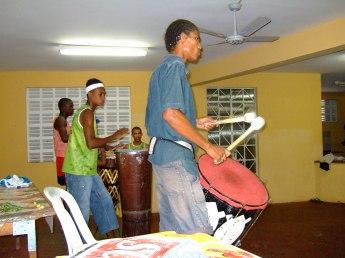 楽器隊の中になぜかメストゥレの息子もいたり。すげえよ。
