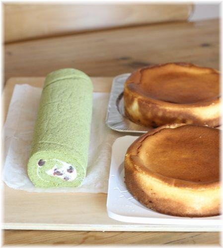 抹茶ロールとチーズケーキ
