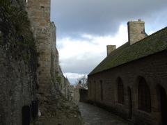 モン・サン・ミッシェル修道院への道