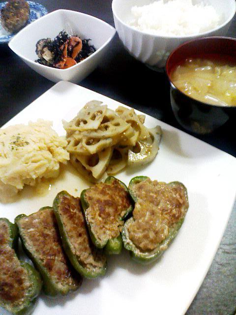 ピーマンんぼ肉詰め・蓮の煮物・たらもサラダ・白菜のお味噌汁・ミニハンバーグ・ひじき