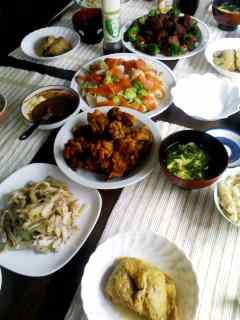 唐揚げ・蓮とひき肉の揚げ物・サーモンと帆立のサラダ+手作り胡麻ドレッシング・ひじき巾着・セロリとモモ肉の梅和え・タケノコごはん
