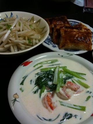 キャベツとハムのパイ・小松菜とエビのクリームシチュー・大根サラダ