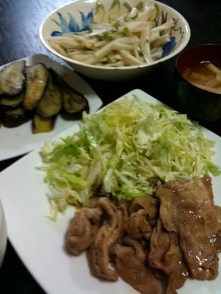 生姜焼き・千切りキャベツ・大根サラダ・ナスのオリーブ焼き・大根のお味噌汁