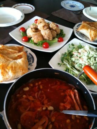 キャベツとハムのパイ・アボガドサラダ・から揚げ・ソーセージと豆のトマトシチュー