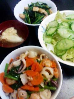 海鮮あんかけ丼・サラダ・長ネギの卵とじ汁・ほうれん草と油揚げの煮物