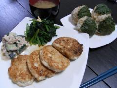 豆腐のつくね風・大葉のおにぎり・ほうれん草のおひたし・ツナと胡瓜の胡麻マヨ和えサラダ・ナスと玉ねぎのお味噌汁